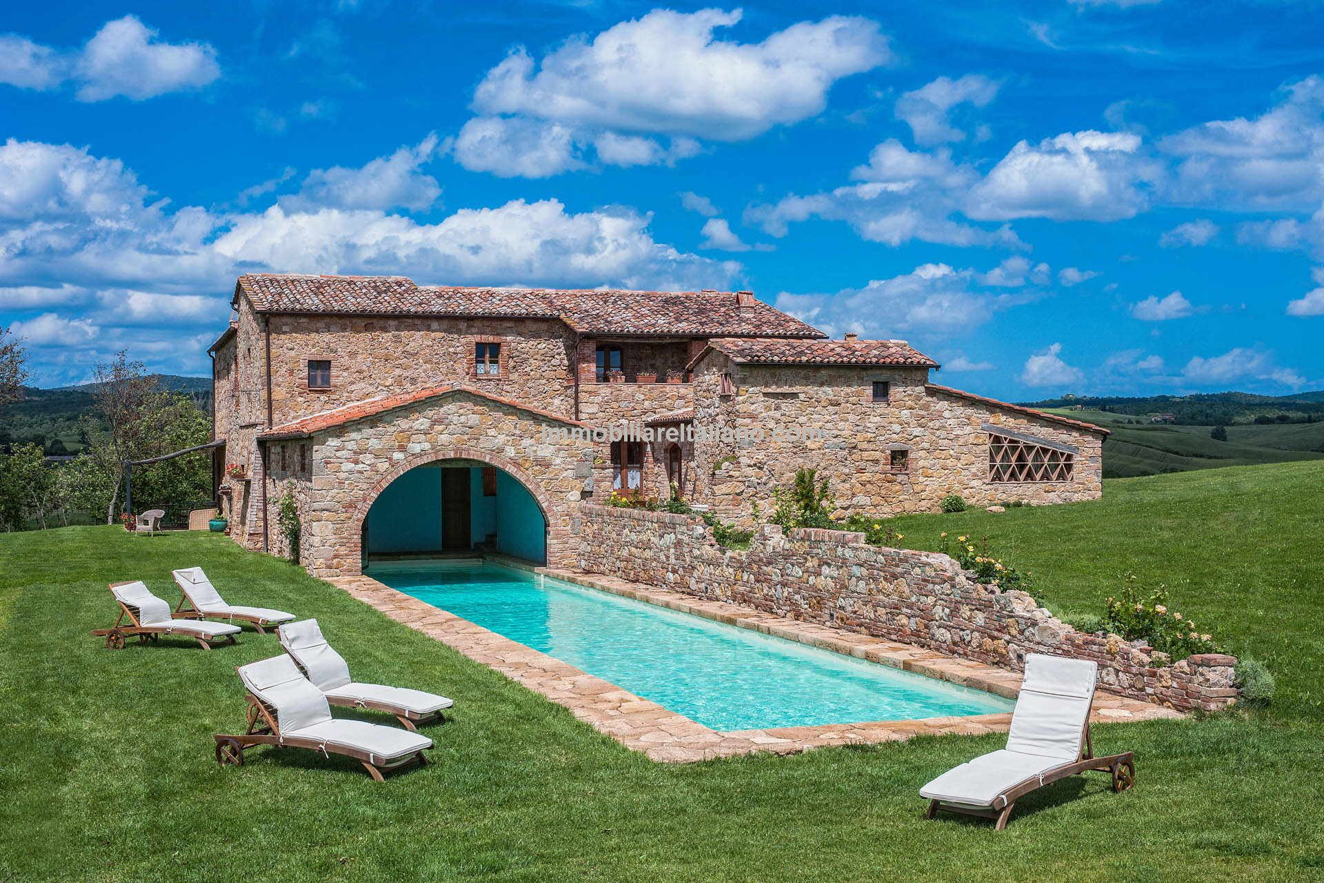 Farmhouse property in Tuscany for sale