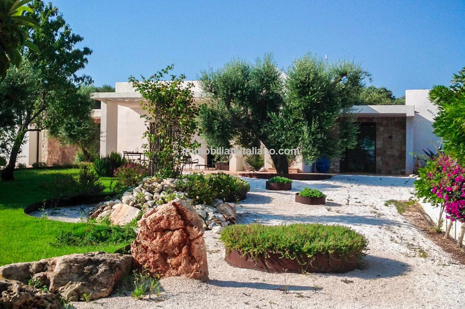Seaview villa with trullo, guesthouse, garden, pool and olive grove