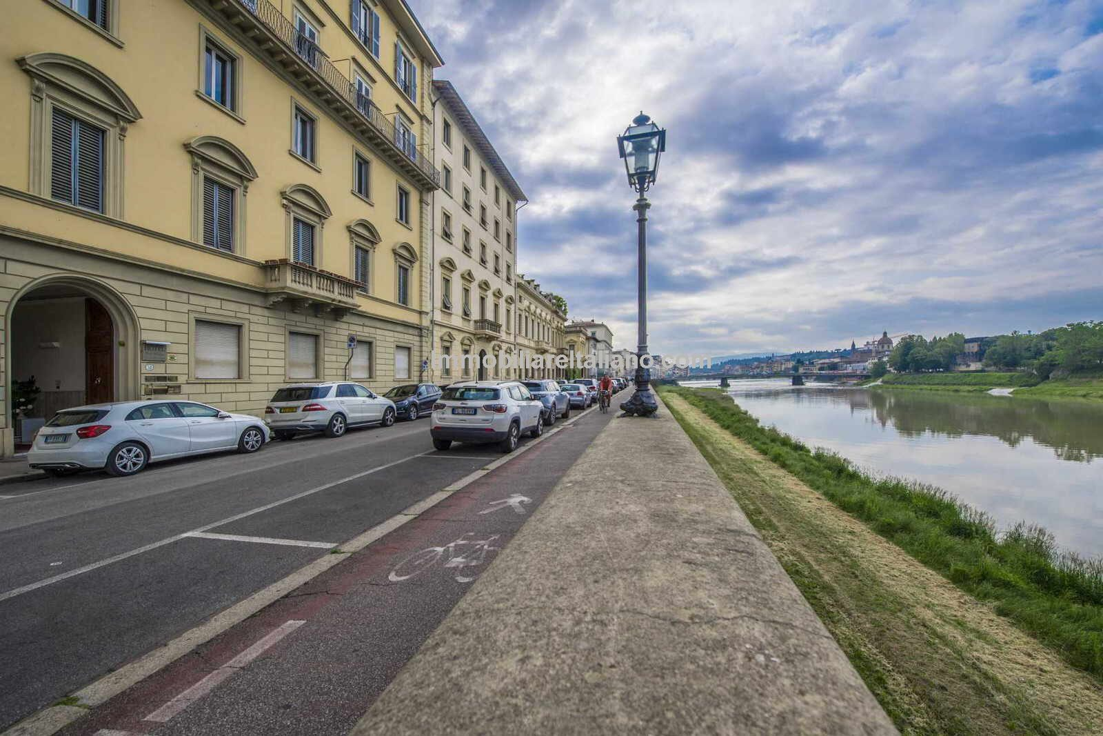 Florence apartment with River Arno views