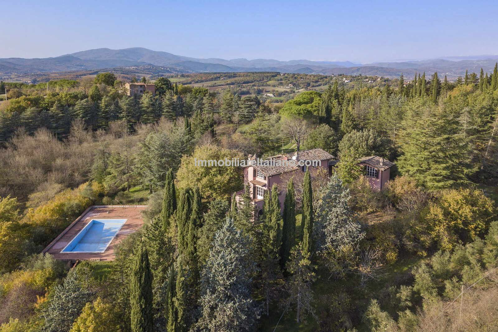 Nice Umbria villa for sale