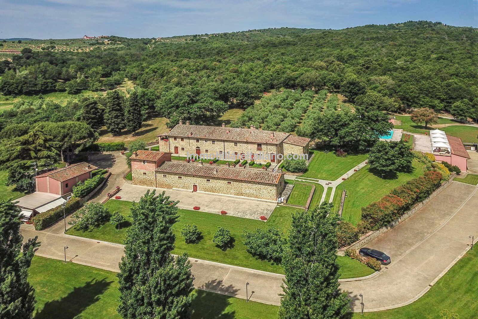 VALDICHIANA WINERY - Wine Estate with Agriturismo for sale in Tuscany
