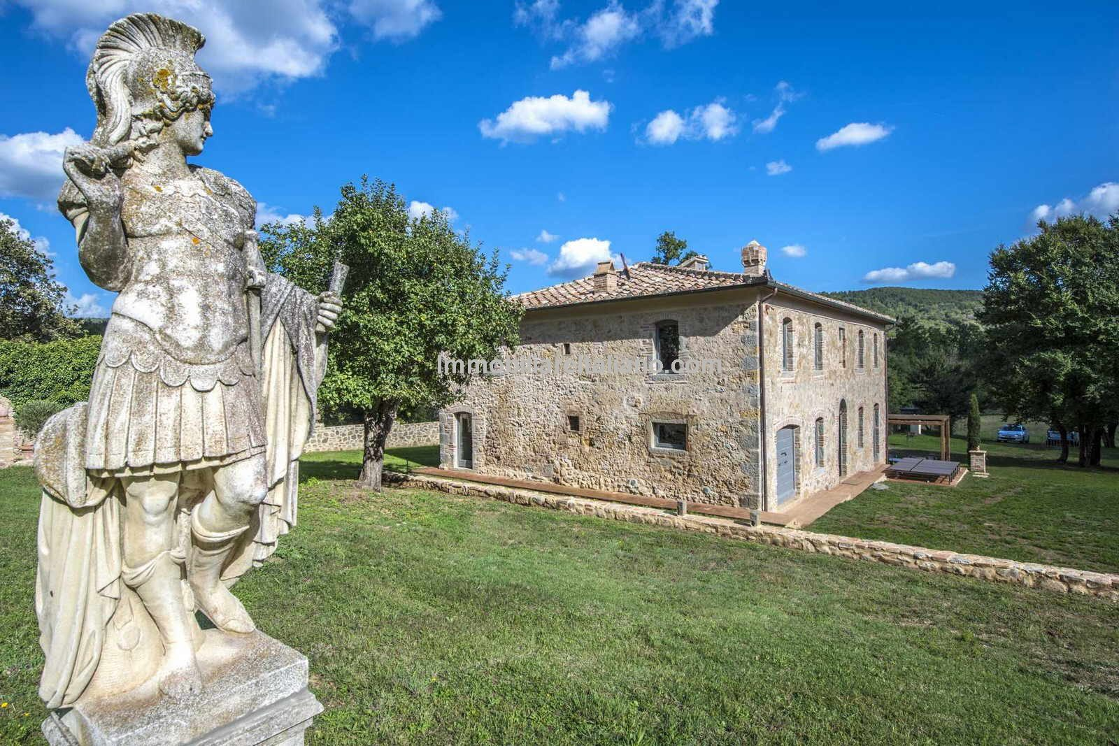 Estate and character property in Tuscany