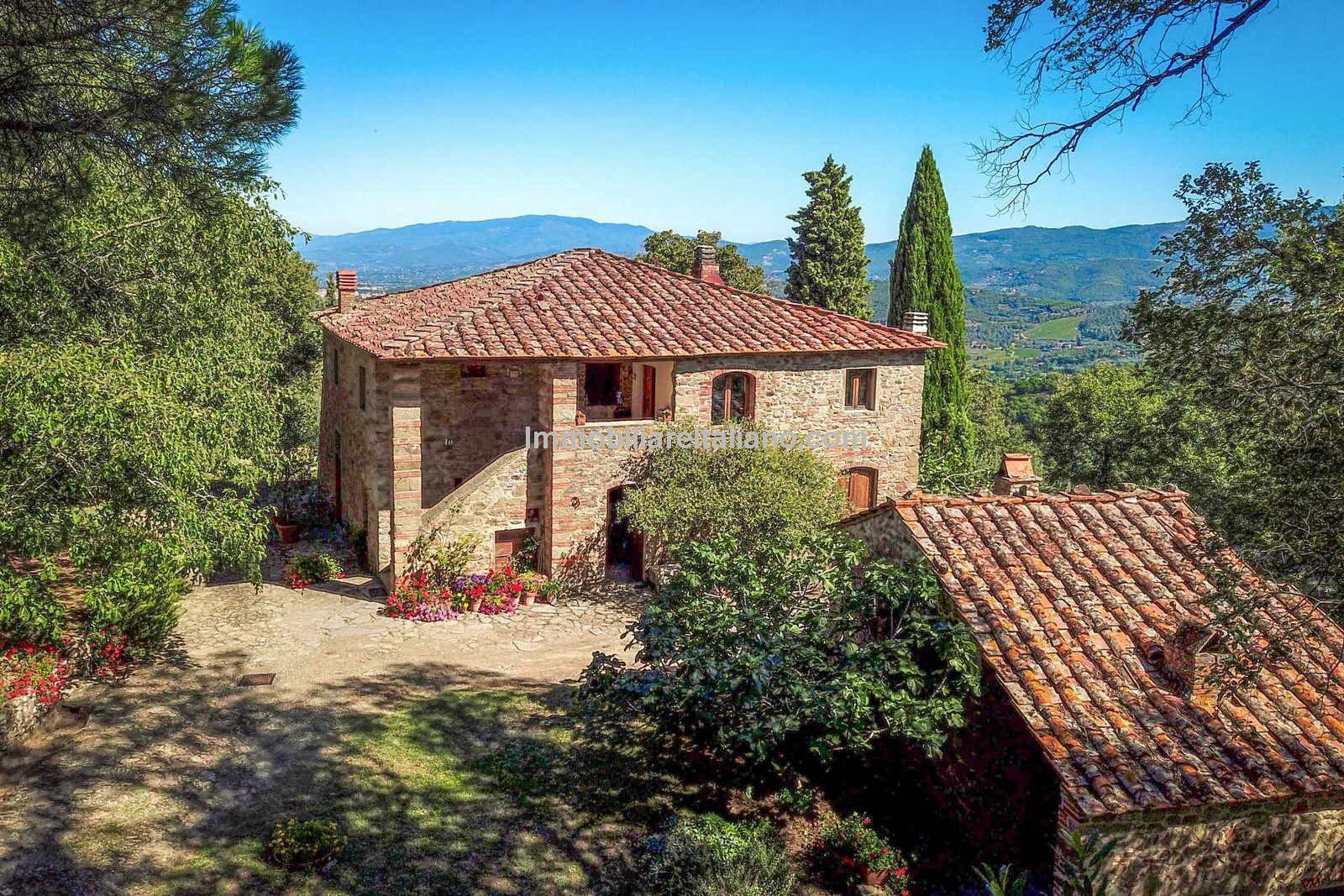 View of Tuscan Farmhouse