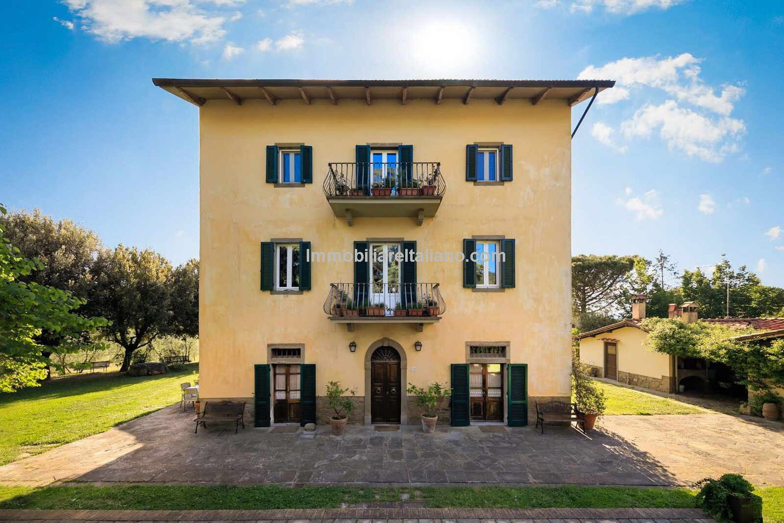 External view of Tuscan wine estate for sale