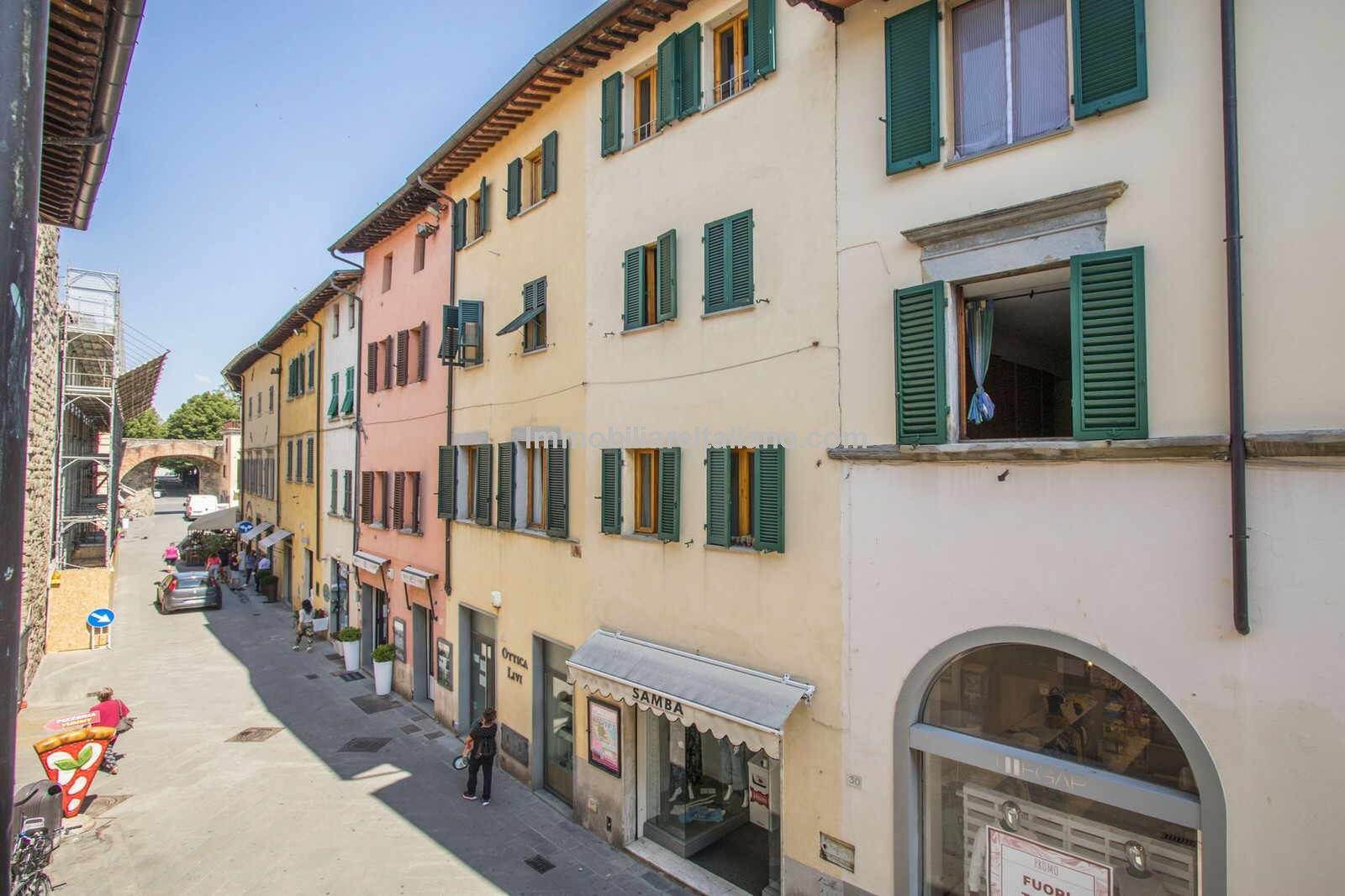 Street view of Townhouse home in Sansepolcro Tuscany