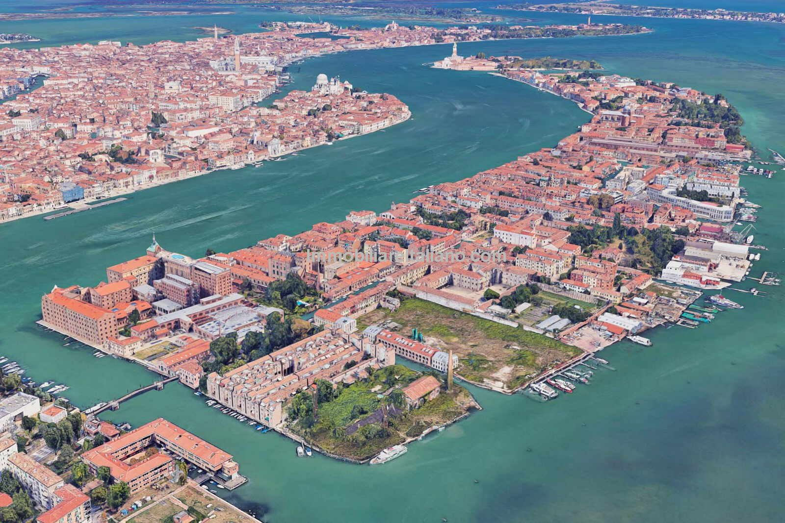 Aerial view of Venice property