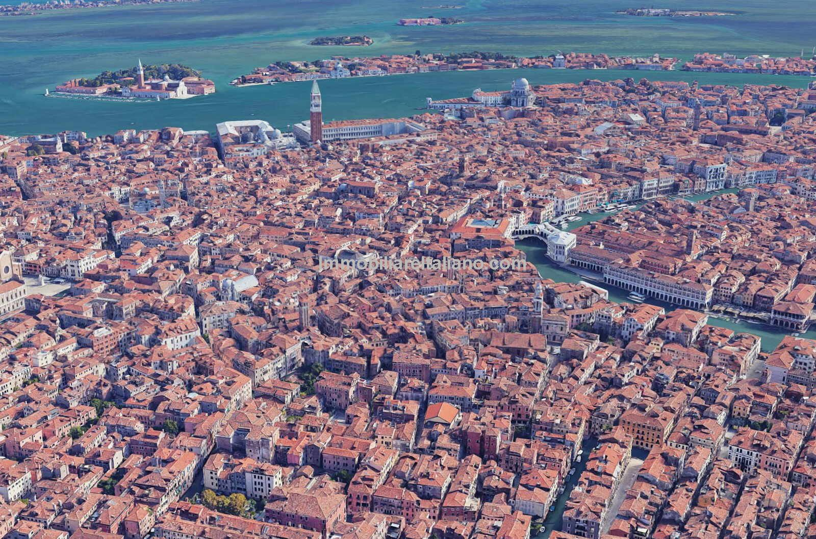 Aerial view showing location of Luxury Venetian apartment
