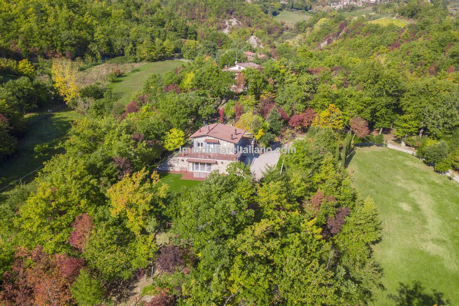 Aerial view of house in Tuscany for sale