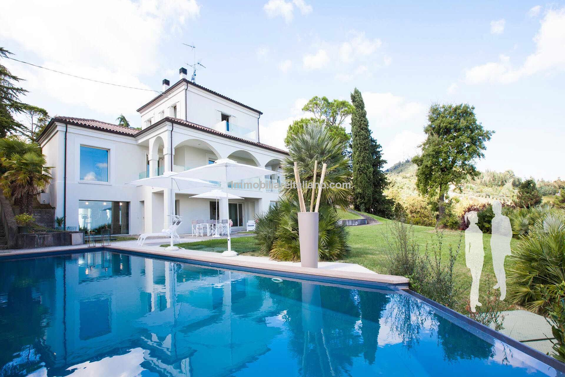luxury villa for sale with sea view over the Adriatic coast